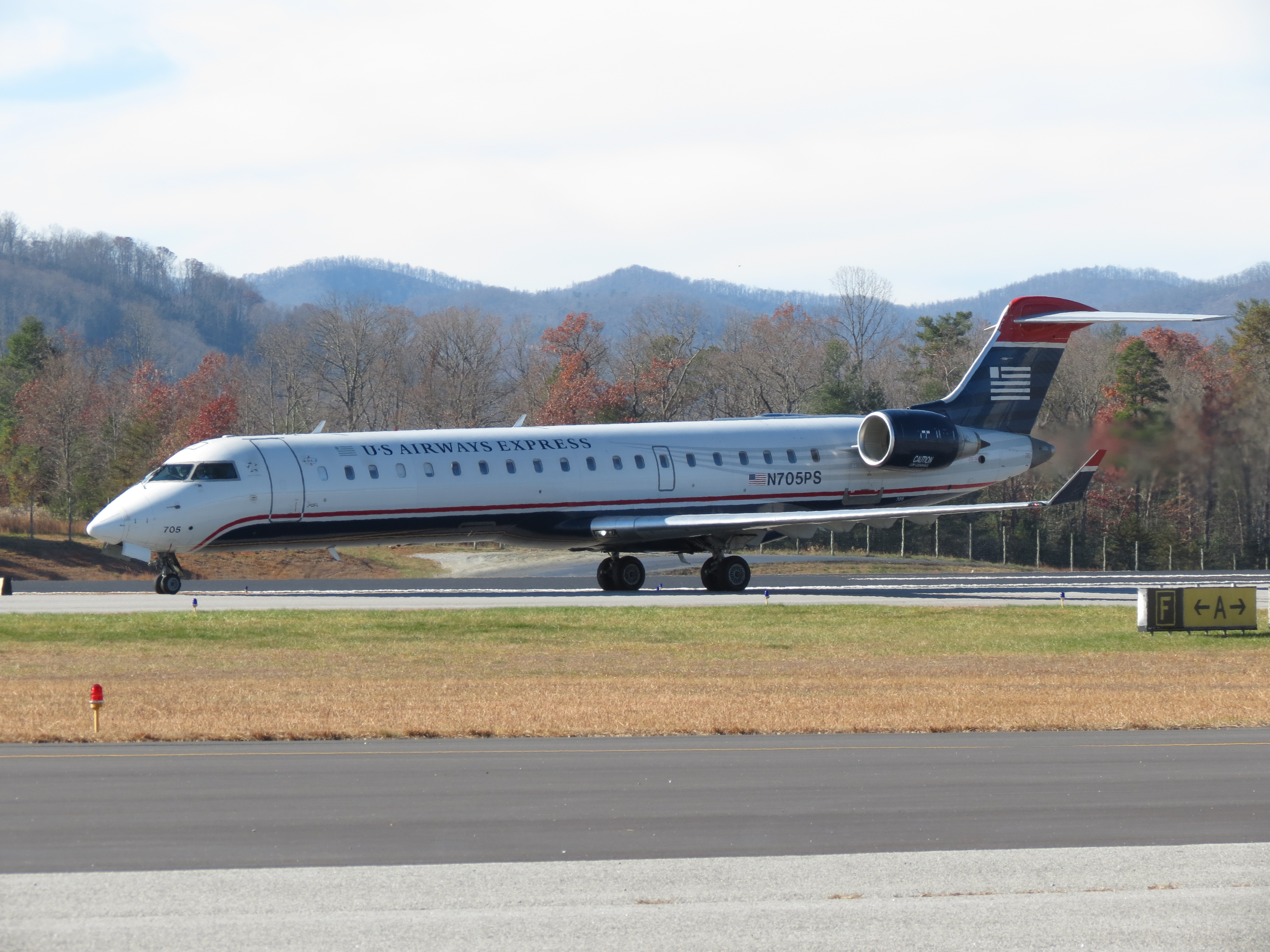 US Airways Express CRJ-700 by InDeepSchit on DeviantArt