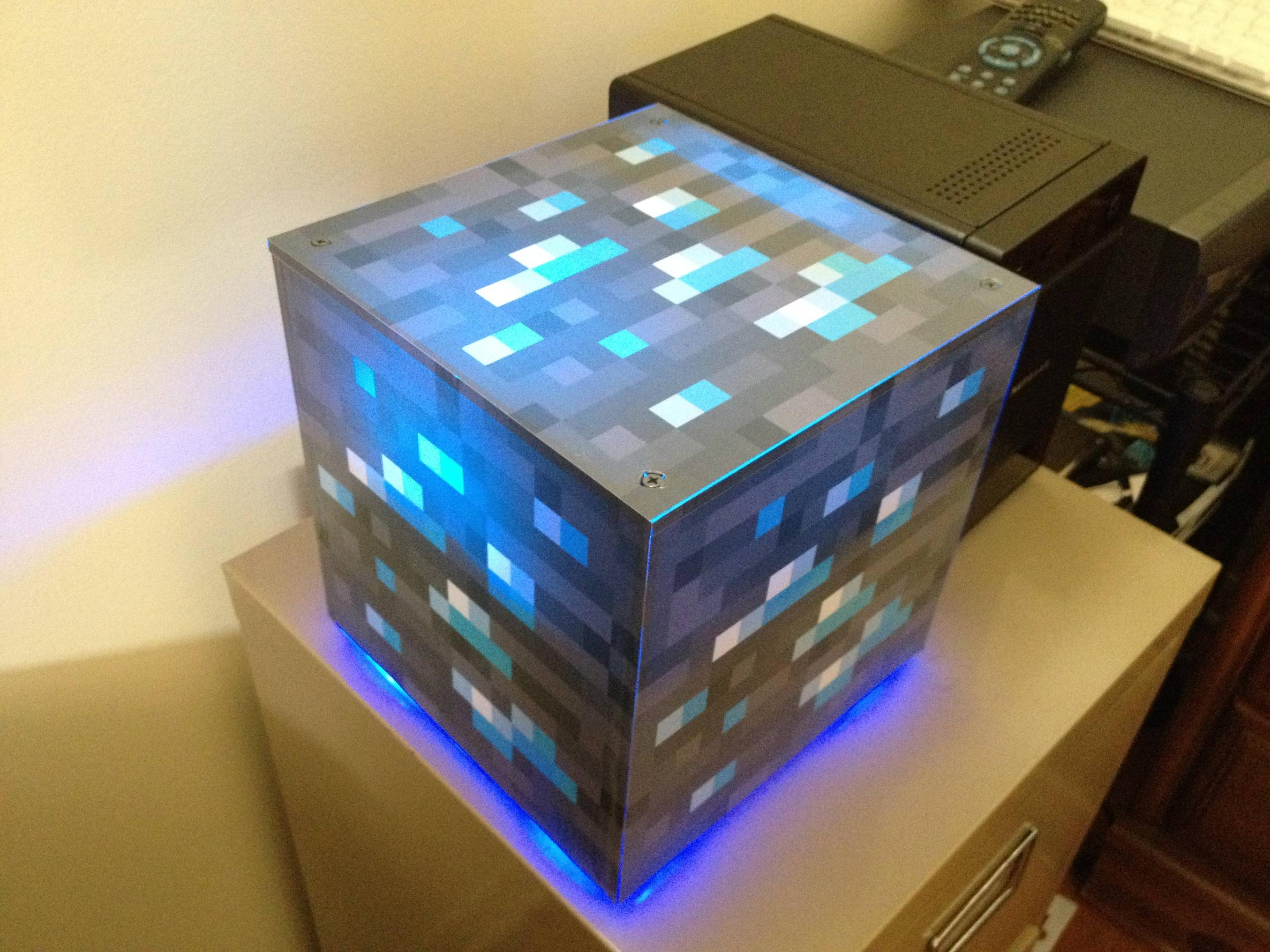 NX : Minecraft Diamond Wrapping Paper - Clothing