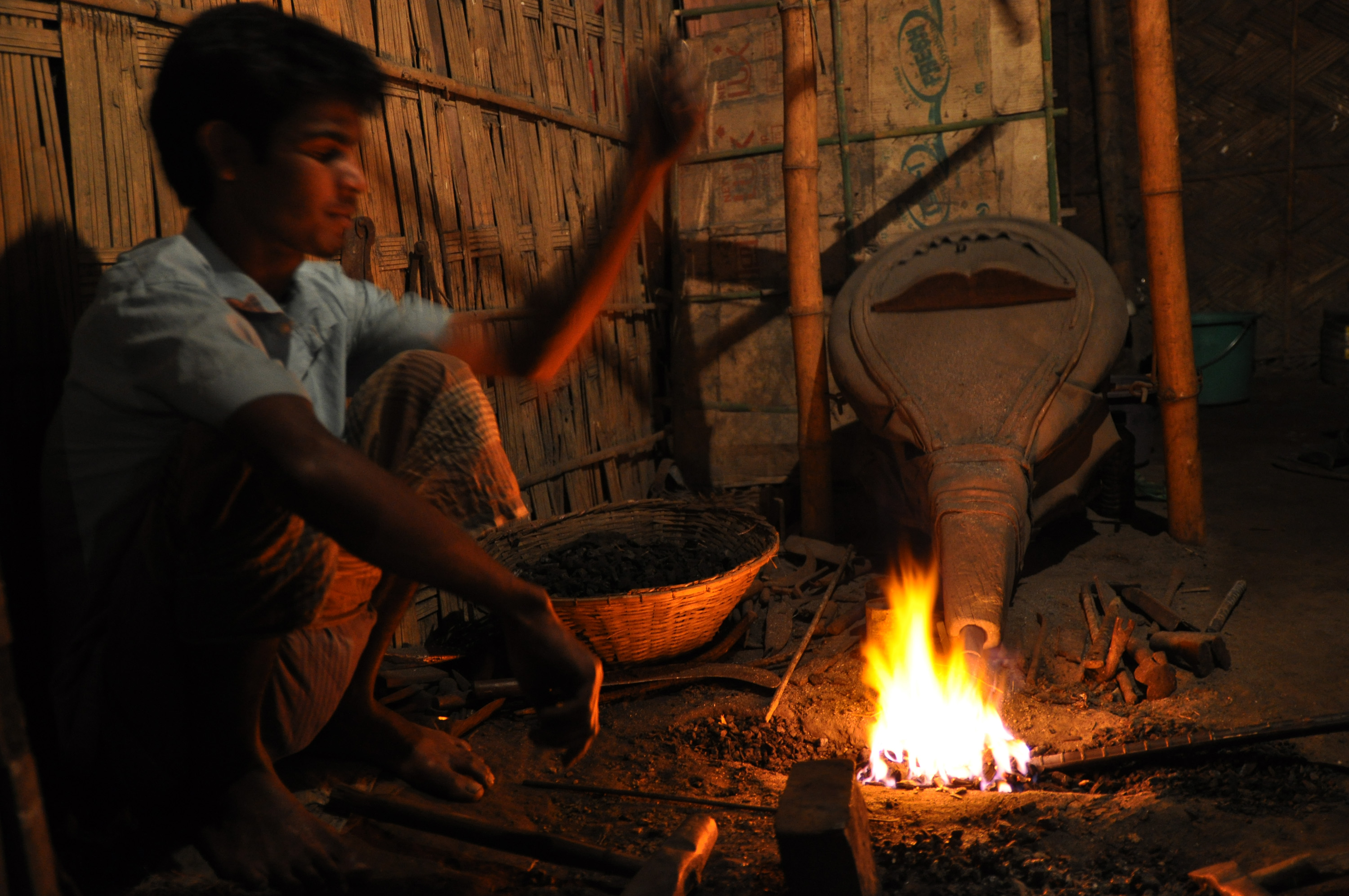 File:A blacksmith in Bangladesh.jpg - Wikimedia Commons