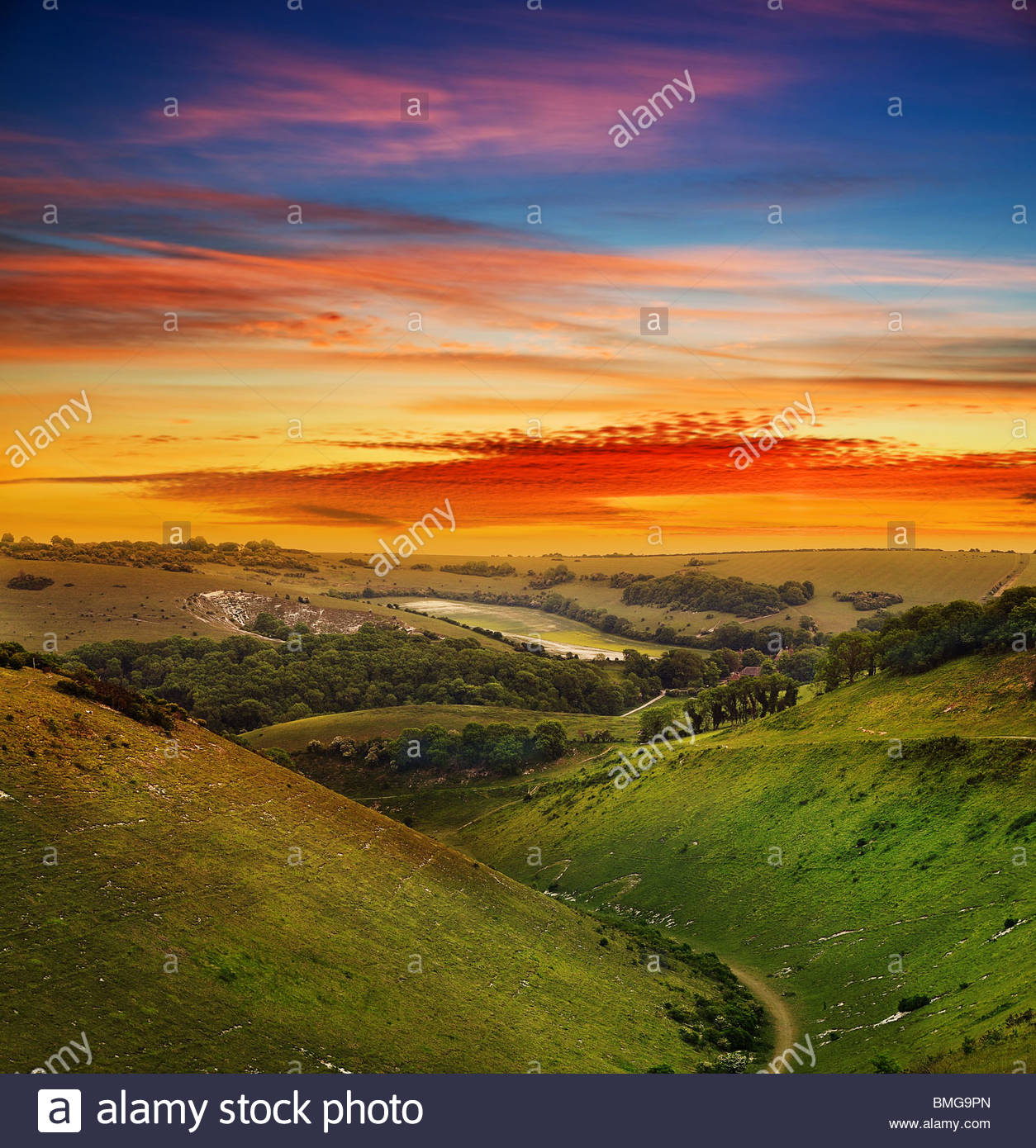 ... Photo - Evening landscape sunset over Devil's Dyke - west sussex -uk