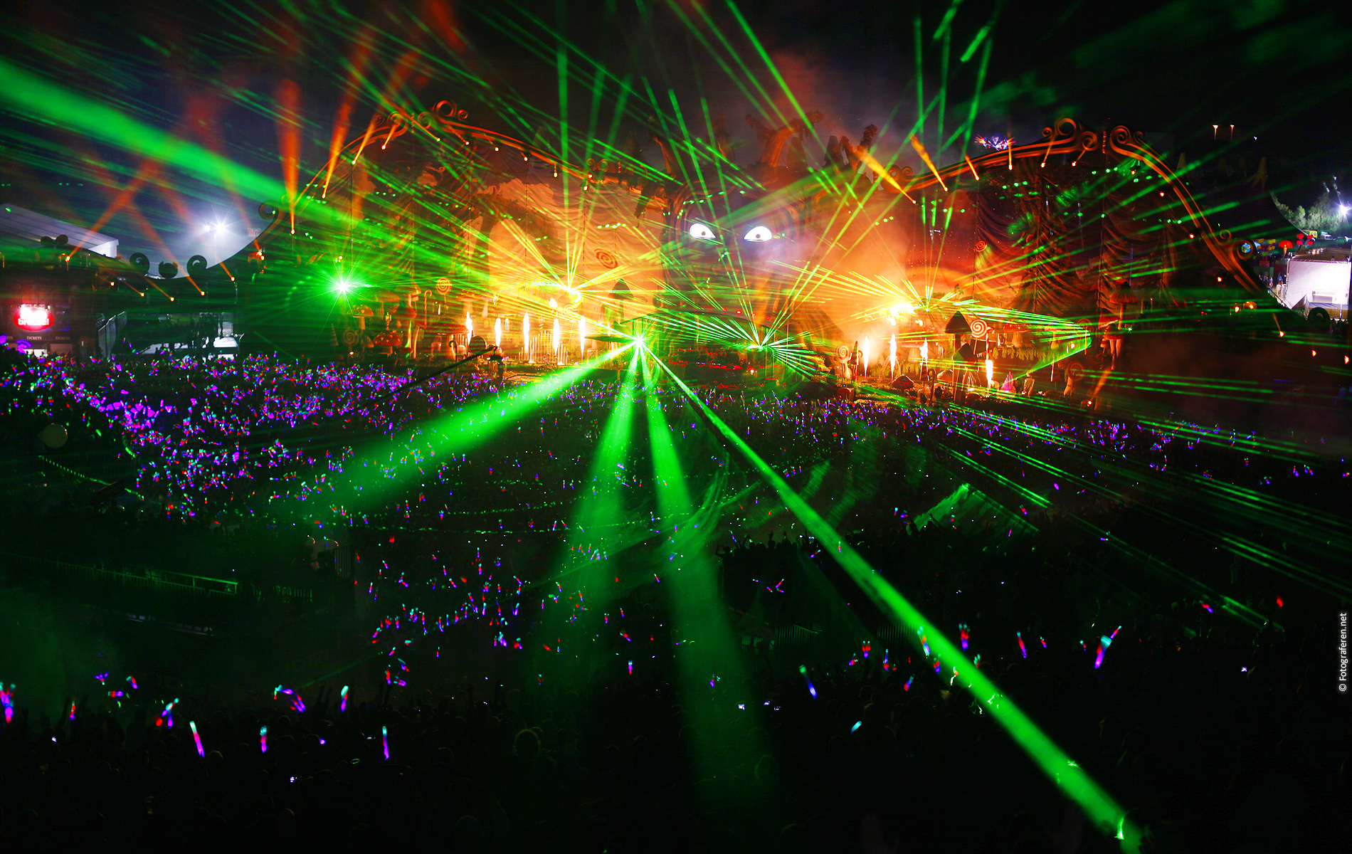 Tomorrowland 2011 Wallpaper (16:10 ratio) | This free hires ...