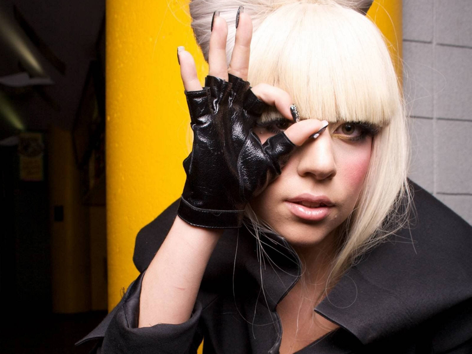 Outrageous singer Lady Gaga wallpapers and images - wallpapers ...