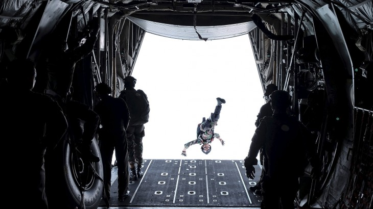 2048x1152 soldier from Indonesia's Rapid Reaction Strike Force jumps out
