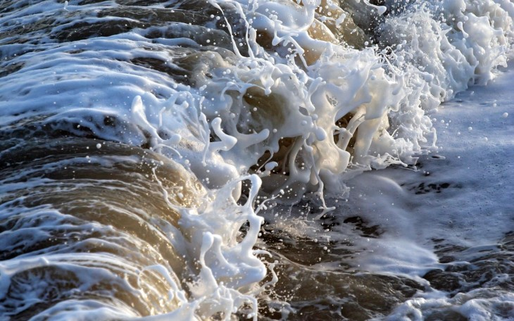 1680x1050 Desktop wallpapers of a foamy wave breaking on Southwold Beach in ...